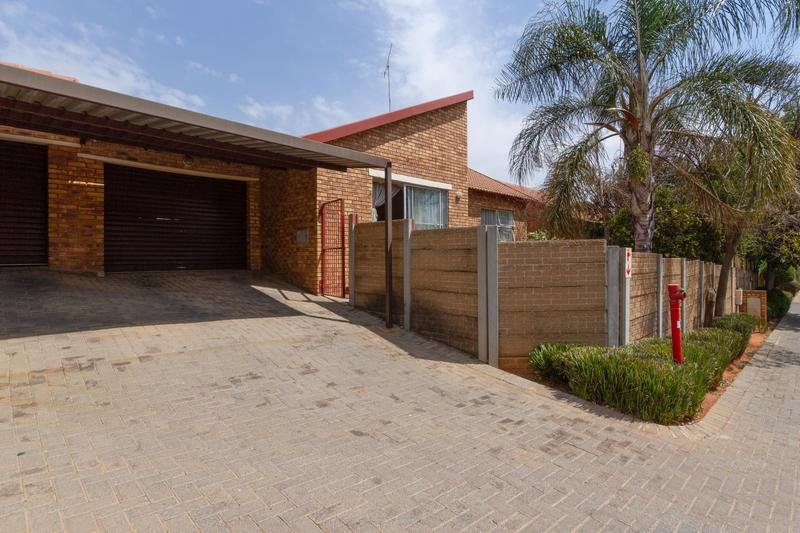 Property For Sale in Honeydew Ridge, Roodepoort 3