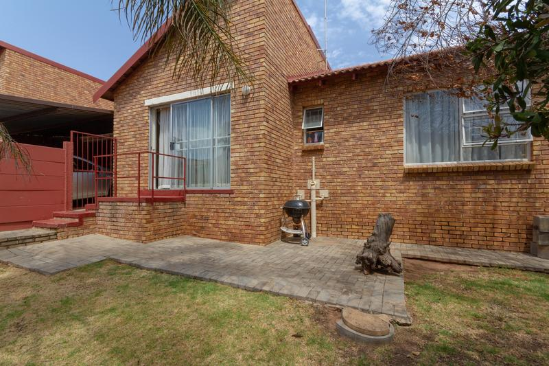 Property For Sale in Honeydew Ridge, Roodepoort 4