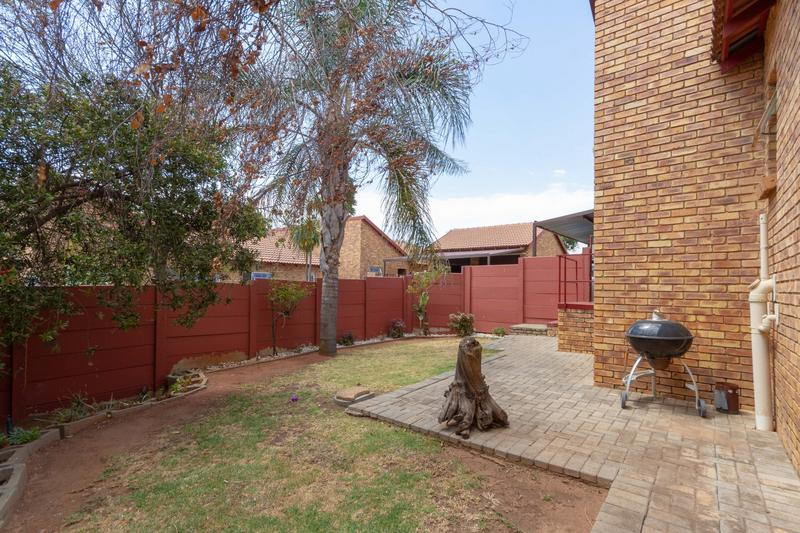 Property For Sale in Honeydew Ridge, Roodepoort 5
