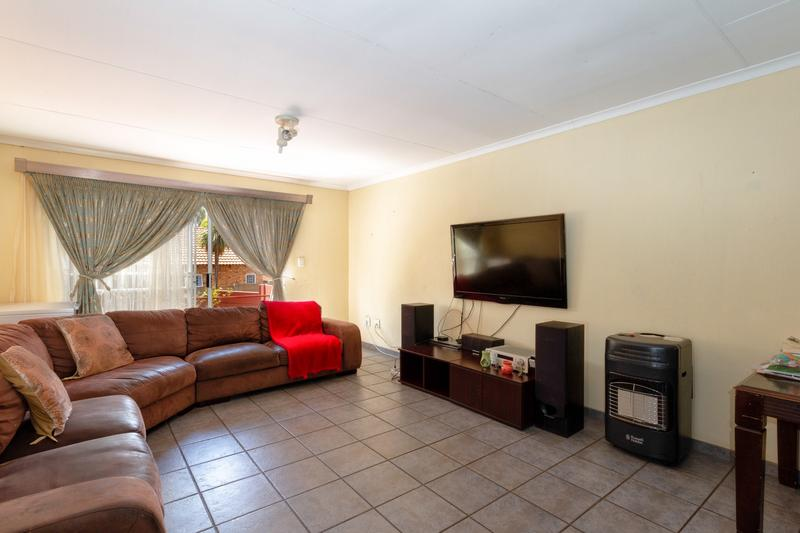 Property For Sale in Honeydew Ridge, Roodepoort 15