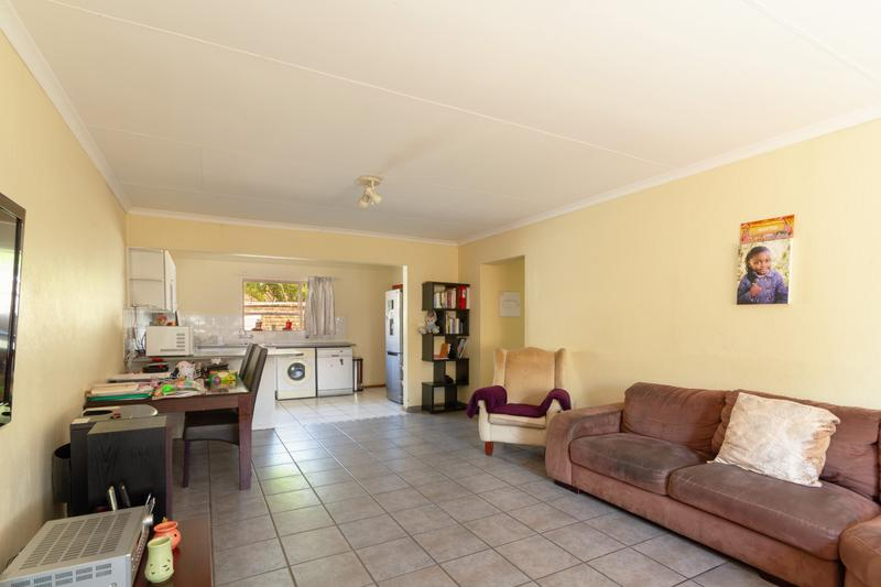 Property For Sale in Honeydew Ridge, Roodepoort 17