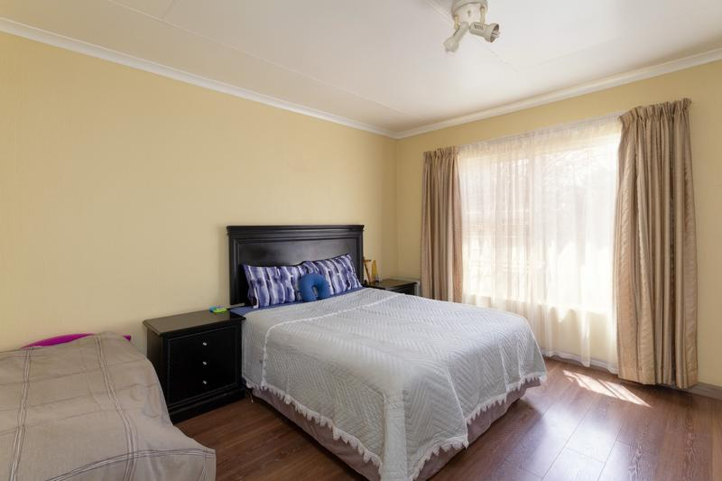 Property For Sale in Honeydew Ridge, Roodepoort 18