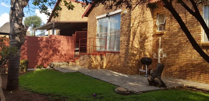 Property For Sale in Honeydew Ridge, Roodepoort 25