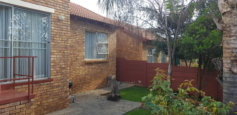 Property For Sale in Honeydew Ridge, Roodepoort 26