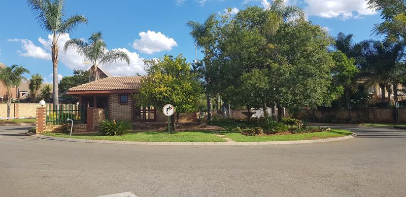 Property For Sale in Honeydew Ridge, Roodepoort 28