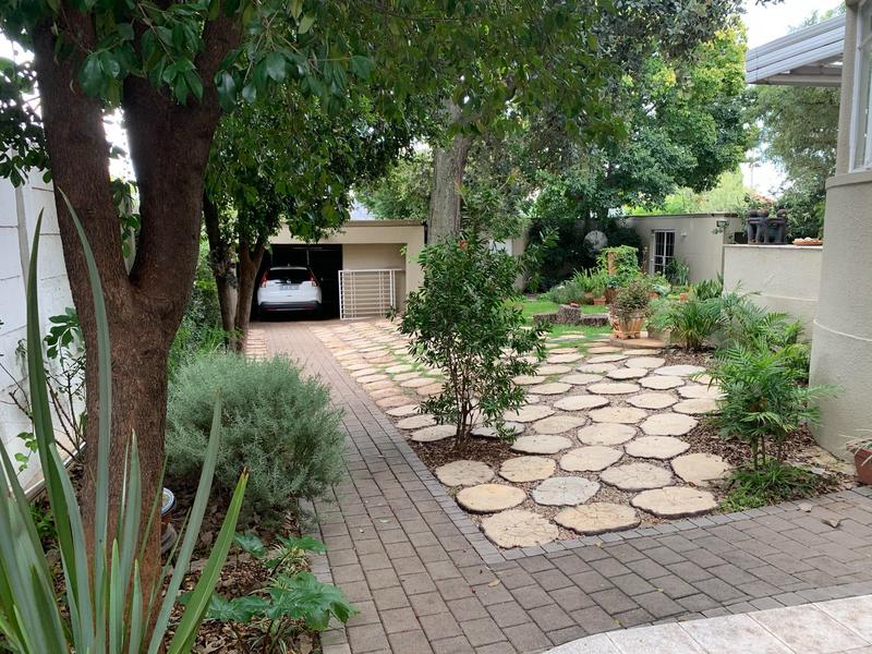 Property For Rent in Greenside, Johannesburg 12
